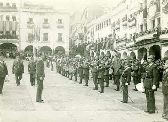 Visita a Cáceres del Rey Juan Carlos I en marzo de 1977