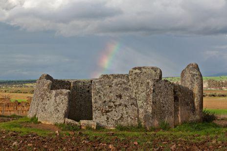 Dolmen de Magacela con arcoiris