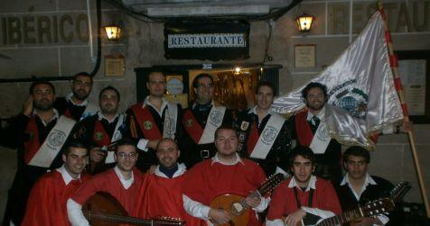 La Tuna de Magisterio de Cáceres ronda a la Duquesa de Alba
