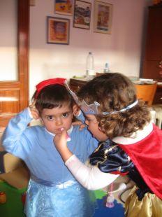 Olivia y Pau preparados para el Carnaval