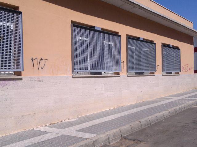 EL CENTRO SOCIAL DE SUERTE DE SAAVEDRA ESTA RODEADO DE GRAFITIS.