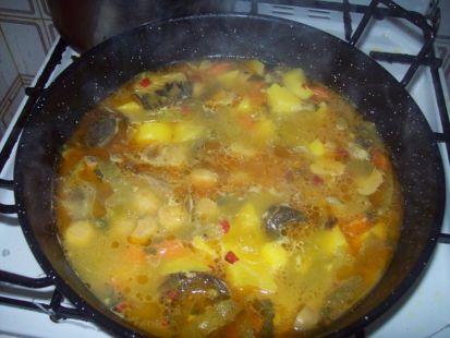 Puchero de patatas con costillas de cerdo