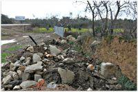 Hito rodeado de Escombros